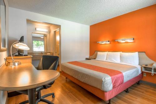 Motel 6 Carlsbad East Photo
