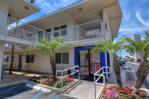 Motel 6 Westminster South - Long Beach Area Photo