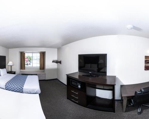 Econo Lodge & Suites Lewisville Photo