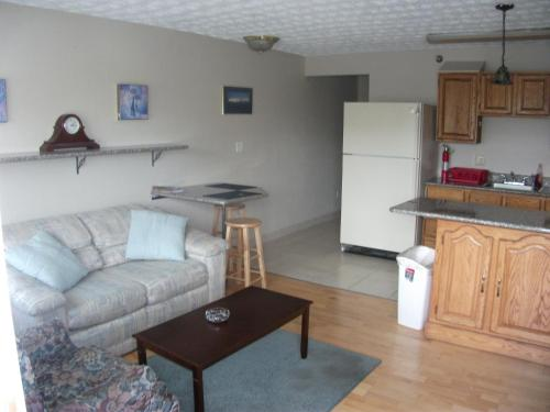 Bent Prop Inn And Hostel Of Alaska - Midtown - Anchorage, AK 99503