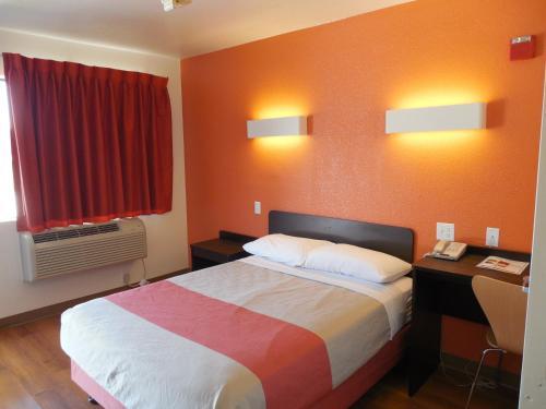 Motel 6 Temecula - Historic Old Town Photo