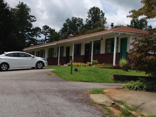 Lakeside Inn - Blairsville, GA 30512