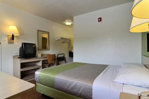 Motel 6 Albuquerque Midtown Photo