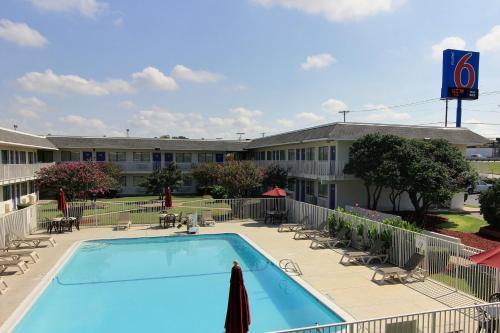 Motel 6 Austin North Photo