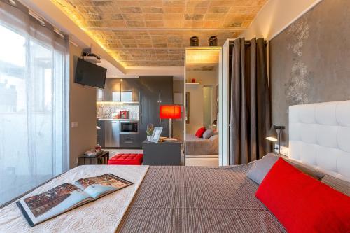 Urban District Apartments-Vintage Suites & Loft photo 8