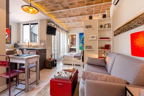 Urban District Apartments-Vintage Suites & Loft photo 11