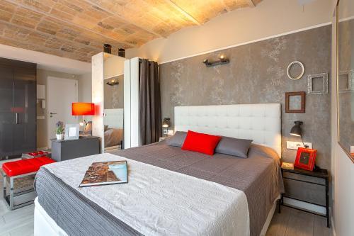 Urban District Apartments-Vintage Suites & Loft photo 13