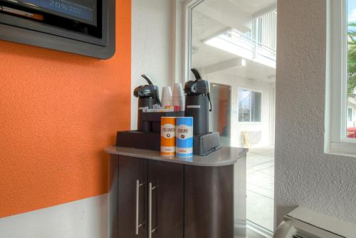 Motel 6 Costa Mesa Photo
