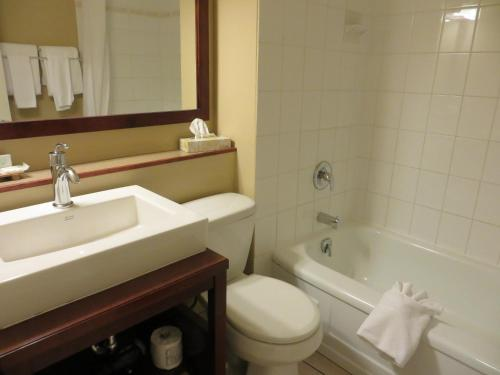 Coast Penticton Hotel - Penticton, BC V2A 1L2
