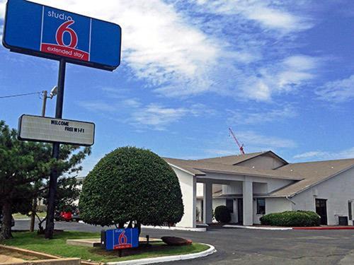 Hotels Amp Vacation Rentals Near Penn Square Mall Oklahoma