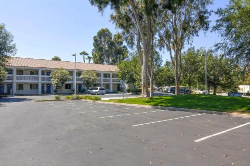 Motel 6 Thousand Oaks South Photo
