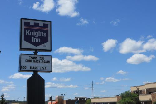 Knights Inn Canton Photo