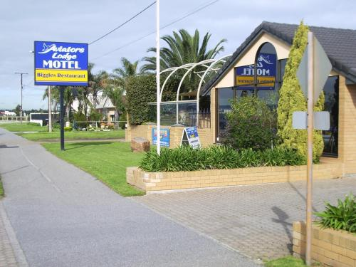 Hotel glenelg sea breeze adelaide rumbo for Buffalo motor inn glenelg