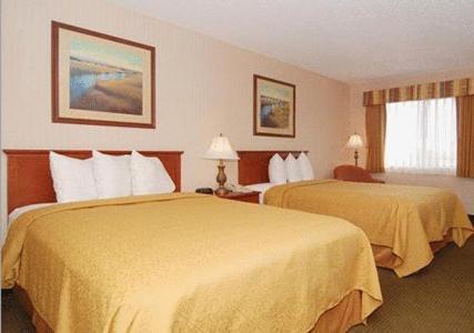 Econo Lodge Inn & Suites Riverside Photo