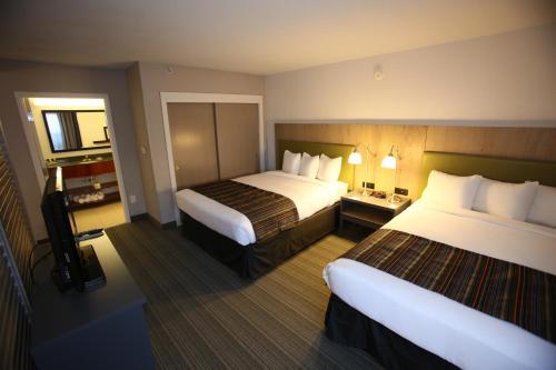GreenTree Inn & Suites Phoenix Sky Harbor Photo