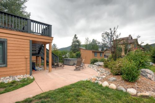 Three-Bedroom Pitkin Townhome Photo