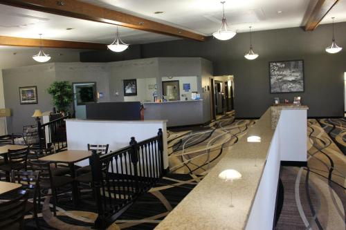 Days Inn By Wyndham Watertown - Watertown, SD 57201