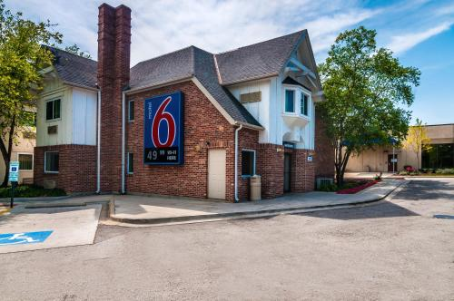 Motel 6 Chicago North Central - Arlington Heights Photo