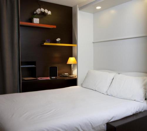 At home appart hotel h tel 7 rue du pont montaudran for Appart hotel kyriad