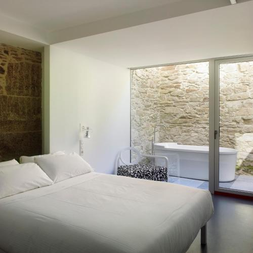 Double Room with Bath Moure Hotel 7