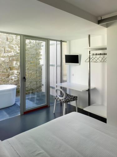 Double Room with Bath Moure Hotel 9