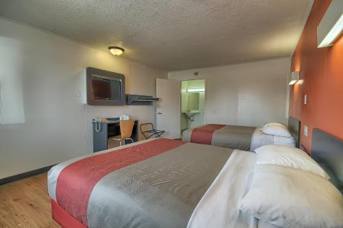 Motel 6 Lima Photo
