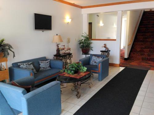 Budget Host Caribou Inn - Hallock, MN 56728