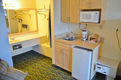 Baymont Inn and Suites Kissimmee Photo