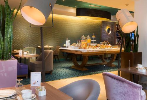 Quality Hotel Acanthe - Boulogne Billancourt photo 11