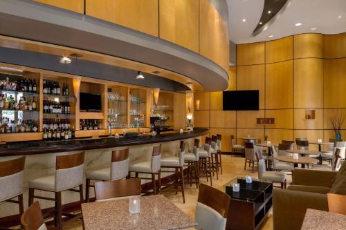 Doubletree By Hilton Toronto Downtown - Toronto, ON M5G 1R3