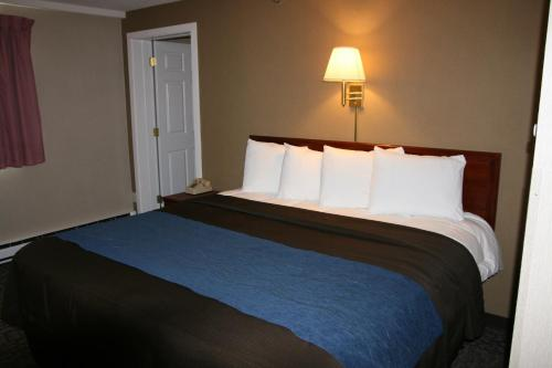 Bangor Inn & Suites - Bangor, ME 04401