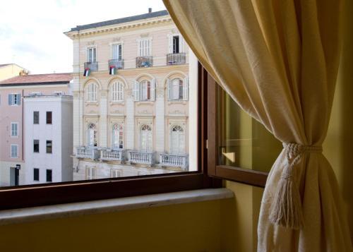 Piazza Azuni 18 Guest House Foto 4