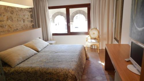 Comfort Double or Twin Room Palau dels Osset 17