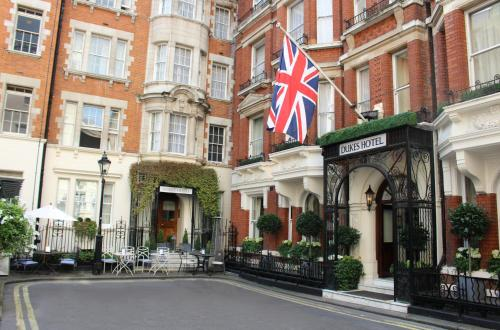 35 St James's Place, London, SW1A 1NY, England.
