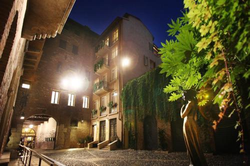 Via Capello 23, 37121 Verona, Italy.