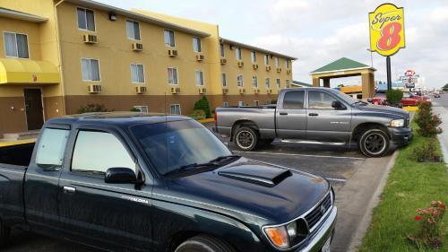 Super 8 Dodge City Photo