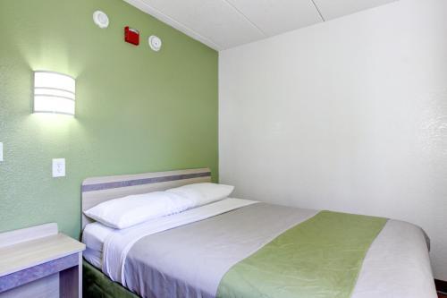 Motel 6 Portland Maine - Portland, ME 04103