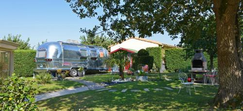 hotel caravane airstream am ricaine 1976 les sorinieres desde 55 rumbo. Black Bedroom Furniture Sets. Home Design Ideas