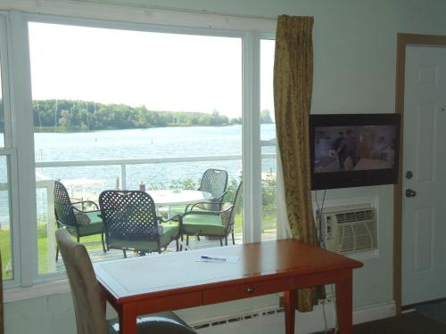 Bayside Inn & Waterfront Suites Photo