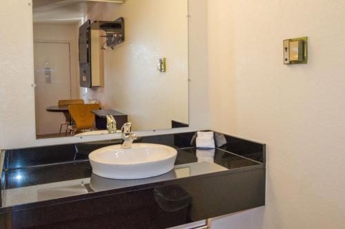Motel 6 Ardmore Photo