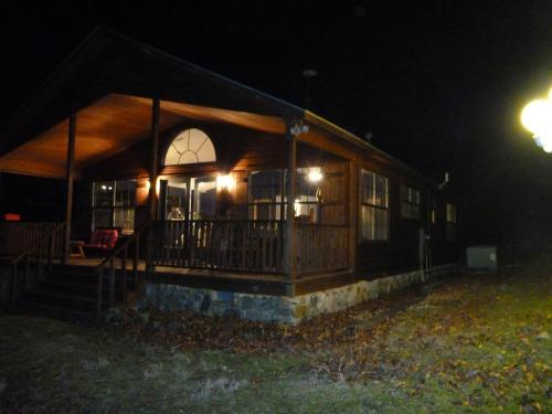 Dragonfly Mountain Lodge - Eureka Springs, AR 72632