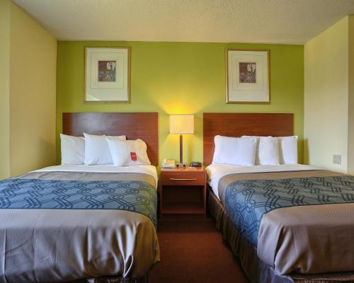 Econo Lodge Hershey/harrisburg - Harrisburg, PA 17112