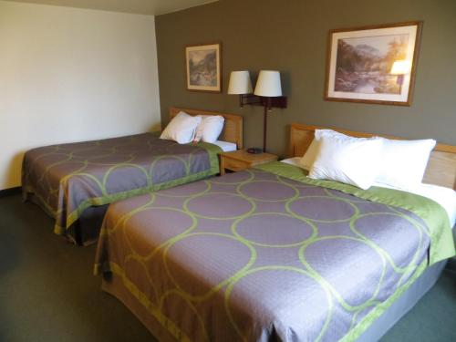 Super 8 By Wyndham Spearfish - Spearfish, SD 57783