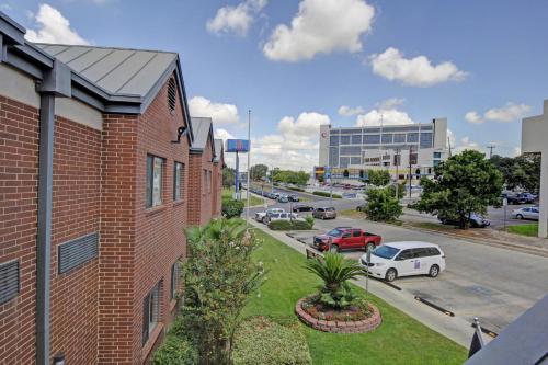 Motel 6 San Antonio Medical Center South Photo