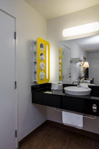 Motel 6 Waco - Bellmead - Bellmead, TX 76705