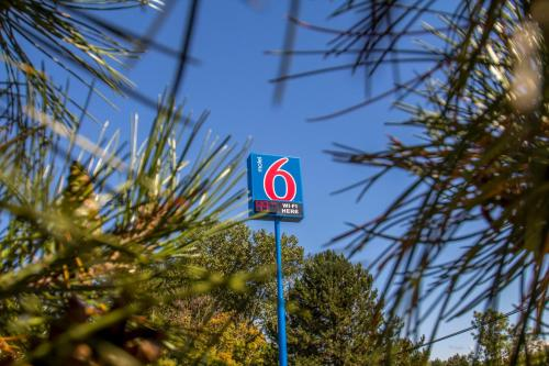 Motel 6 Buffalo Airport Photo