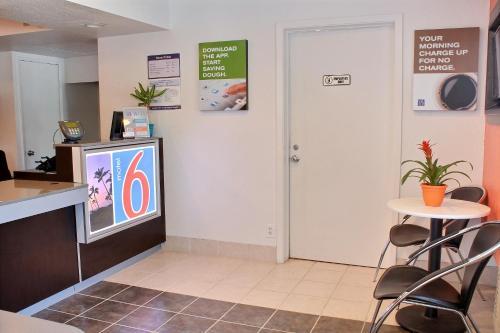Motel 6 Atascadero Photo