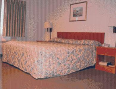 Village Inn Motel - Des Moines, IA 50316