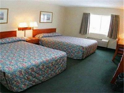Village Inn Motel - Des Moines, IA 50316