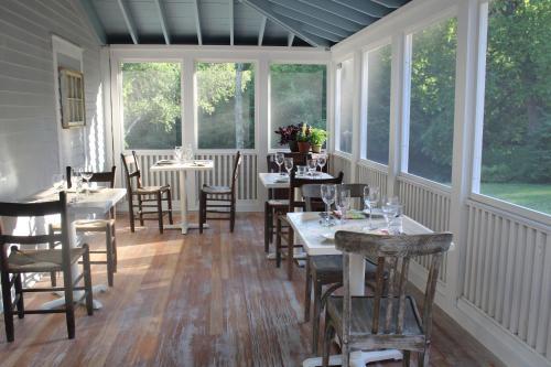 King Hill Inn & Kitchen Photo